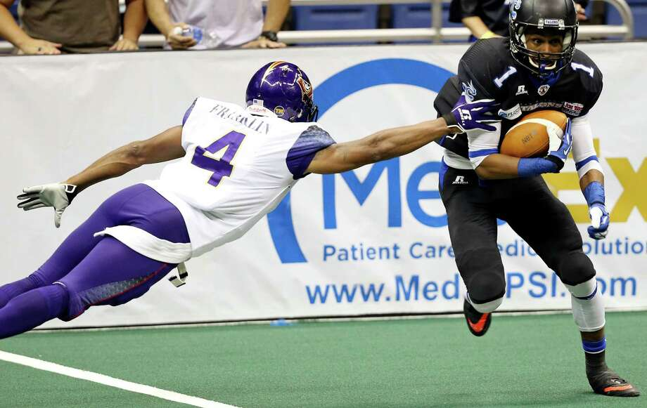 San Antonio Talons' Kelvin Rodgers looks for room around  New Orleans VooDoo's Carlese Franklin during second half action Saturday May 17, 2014 at the Alamodome. The VooDoo won 62-44. Photo: Edward A. Ornelas, San Antonio Express-News / © 2014 San Antonio Express-News