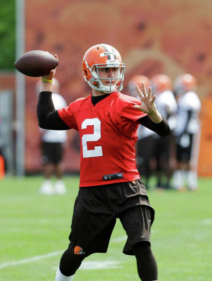 Browns quarterback Johnny Manziel showed off his passing skills in a 30-second ad for a Cleveland-area Nissan dealership. Photo: Mark Duncan, Associated Press / AP