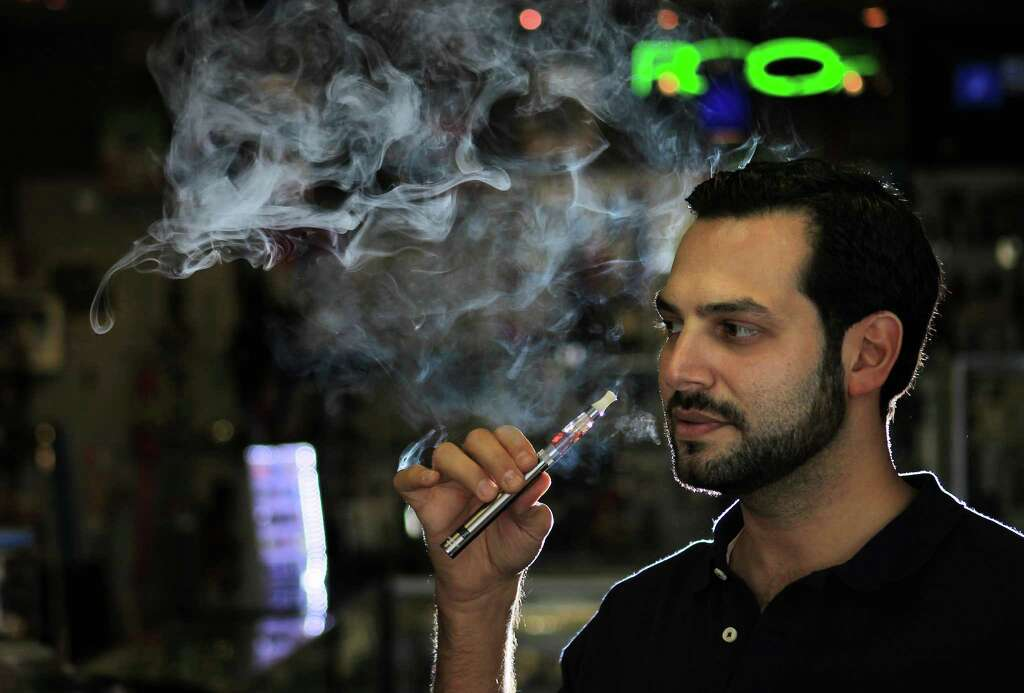 Green puffer electronic cigarette