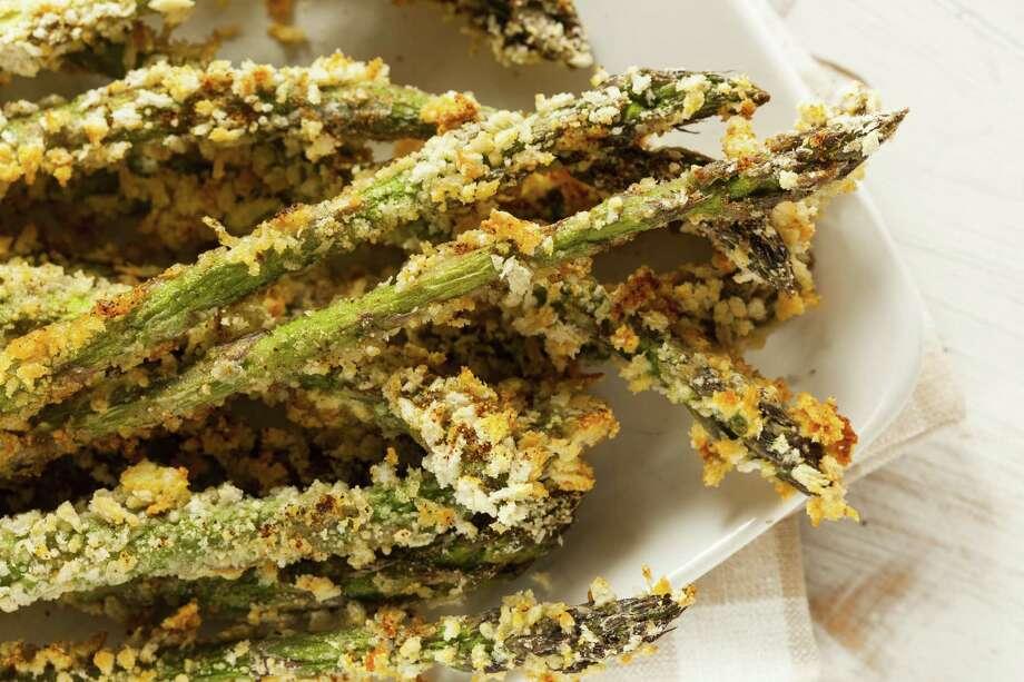 Homemade Panko Breaded Asparagus with Assorted Spices / fotolia Photo: Brent Hofacker / Brent Hofacker - Fotolia