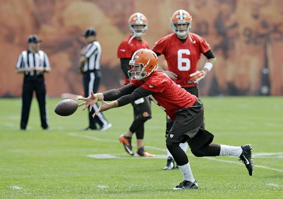 Johnny Manziel pitches the ball during OTAs. Photo: Mark Duncan, Associated Press