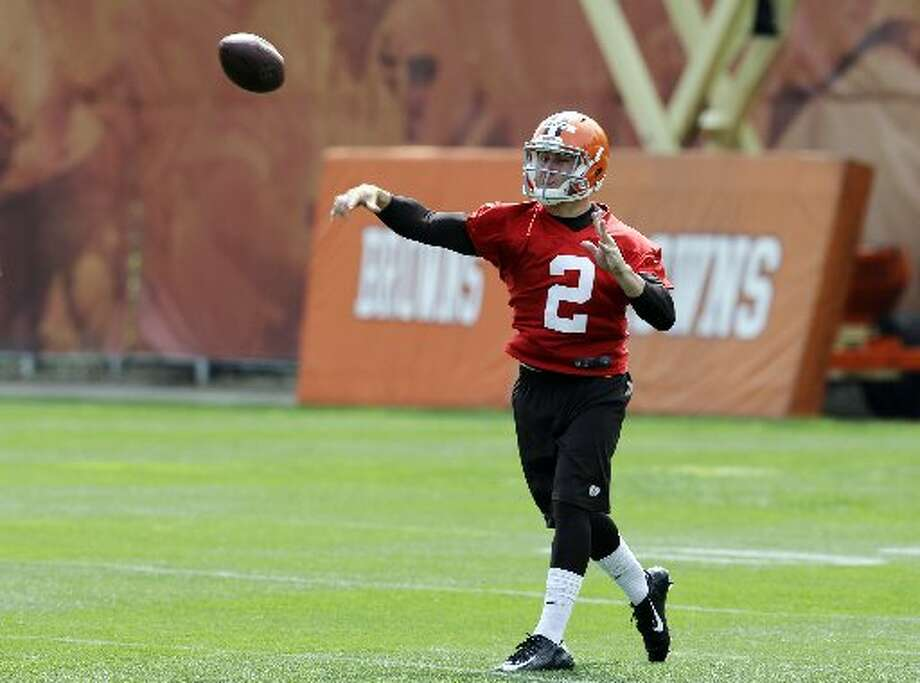 Johnny Manziel looks to pass during OTAs. Photo: Mark Duncan, Associated Press