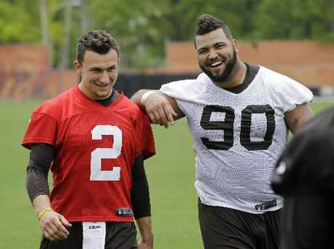 Browns defensive end Billy Winn jokes with rookie quarterback Johnny Manziel. Photo: Mark Duncan, Associated Press