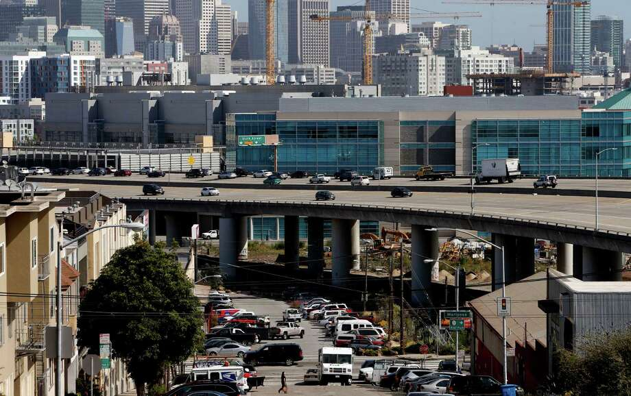 Interstate 280 as seen from Potrero Hill. Photo: Michael Macor / Michael Macor / The Chronicle / ONLINE_YES