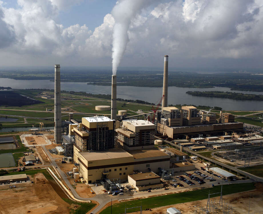 CPS Energy coal-fired plants Spruce II (from left), Spruce I and JT Deely are next to Calaveras Lake. Photo: San Antonio Express-News File Photo / SAN ANTONIO EXPRESS-NEWS