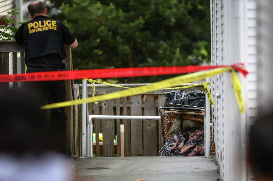Seattle police investigate after a body was found in a shopping cart being pushed by a man in the Holly Park neighborhood on Thursday, May 22, 2014. Photo: JOSHUA TRUJILLO, SEATTLEPI.COM / SEATTLEPI.COM