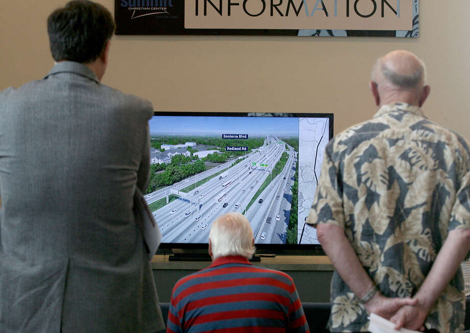 "Guests watch a monitor  with a visualization of the ""preferred alternative"" of U.S. 281 during the Alamo Regional Mobility Authority's recent open house. The 281 North Improvement Project would include managed lanes, or toll lanes, on U.S. 281. Photo: Cynthia Esparza / For The Express-News / San Antonio Express-News"