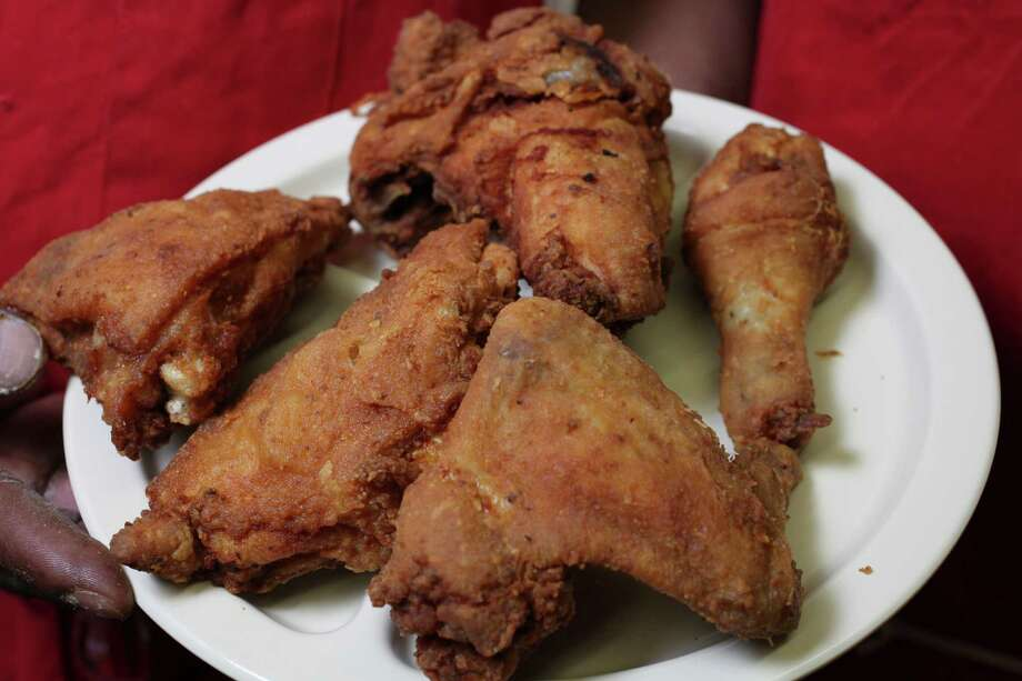 How to Cook: Mr. & Mrs. G's fried chicken. Photo: San Antonio Express-News / San Antonio Express-News