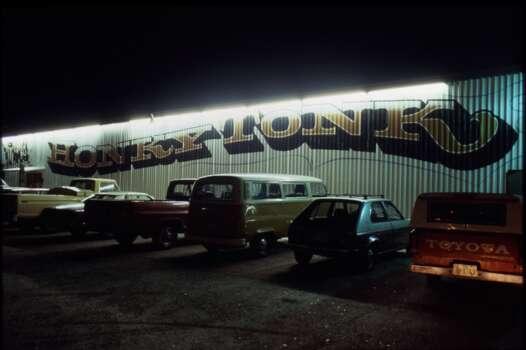 05/24/1985 - Gilley's Club in Pasadena, TX Photo: Ben DeSoto, Houston Chronicle