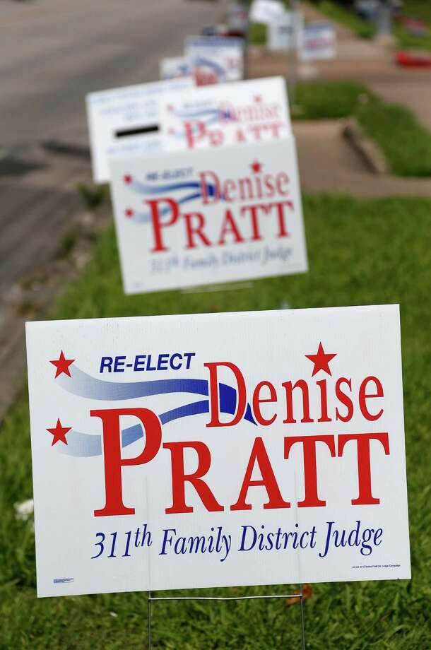 Ex-Judge Denise Pratt's campaign signs up at the Metropolitan Multi-Services Center, 1475 W Gray early voting location, Thursday, May 22, 2014, in Houston. Photo: Karen Warren, Houston Chronicle / © 2014 Houston Chronicle