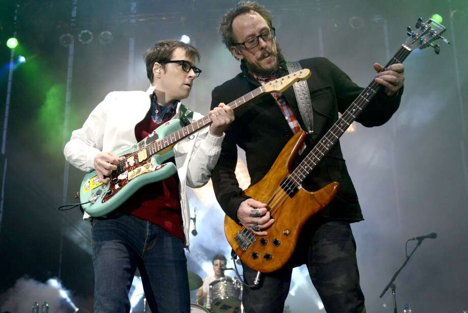 Weezer: The cult rock band makes $100-$150K. Photo: Tim Mosenfelder, Getty Images