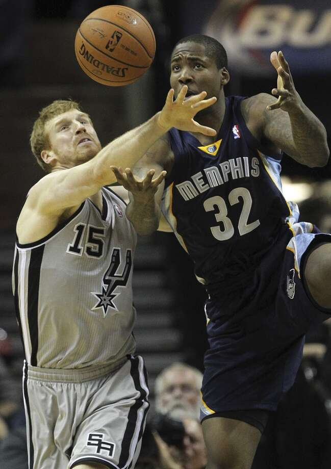San Antonio Spurs' Matt Bonner and Memphis Grizzlies' Ed Davis hustle for a rebound during the second half at the AT&T Center, Sunday, April 6, 2014. The Spurs won 112-92. Photo: Jerry Lara, San Antonio Express-News