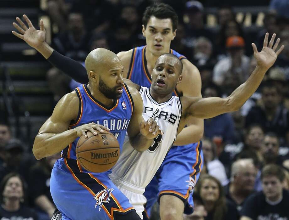 Patty Mills guards Derek Fisher as the Spurs play the Thunder in the opener of the NBA Western Conference finals at the AT&T Center on May 19, 2014. Photo: Tom Reel, San Antonio Express-News