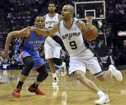 Tony Parker breaks away from Russell WEstbrook as the San Antonio Spurs play the Oklahoma City Thunder in game 2 of the Western Conference Finals at the AT&T Center on May 21, 2014. Photo: Tom Reel, San Antonio Express-News