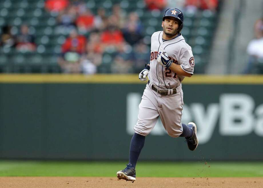Jose Altuve, whose hitting streak ended Wednesday, starts a new one Thursday with a leadoff homer. Photo: Ted S. Warren, Associated Press / AP