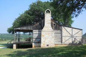Cabins at Tin Star Ranch provide plenty of space and privacy for visitors, with chairs on the front porch and a picnic table outside under a big tree.
