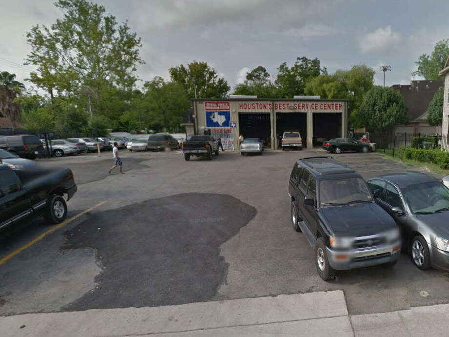 Houston's Best Service Center, located in the 2600 block of Tidwell, where officials say a mechanic was performing fraudulent emissions tests for cash. (Google Maps)