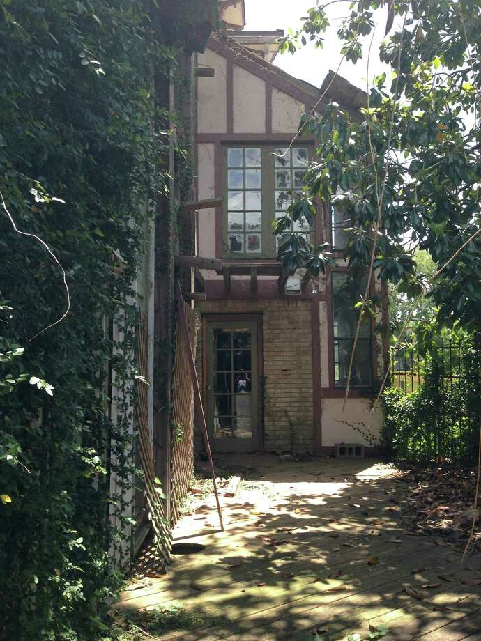 This spooky, goth-friendly mansion in the 2300 block of Wichita is considered the dream home of sorts with a spooky side. It finally sold for between $250,000 and $285,000 Photo: Craig Hlavaty / Houston Chronicle