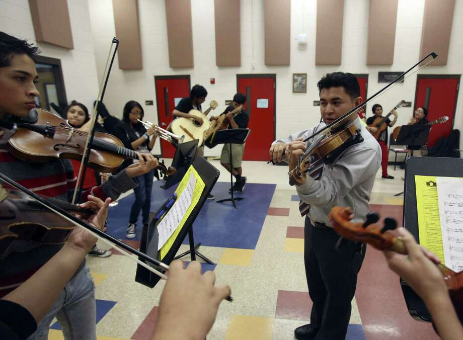 Cirilo Campos instructs a mariachi group at Irving Middle School. Campos, a former Irving student, was so inspired by his mariachi teacher that he chose to teach at the same school. Photo: Helen L. Montoya / Conexión / SAN ANTONIO EXPRESS-NEWS