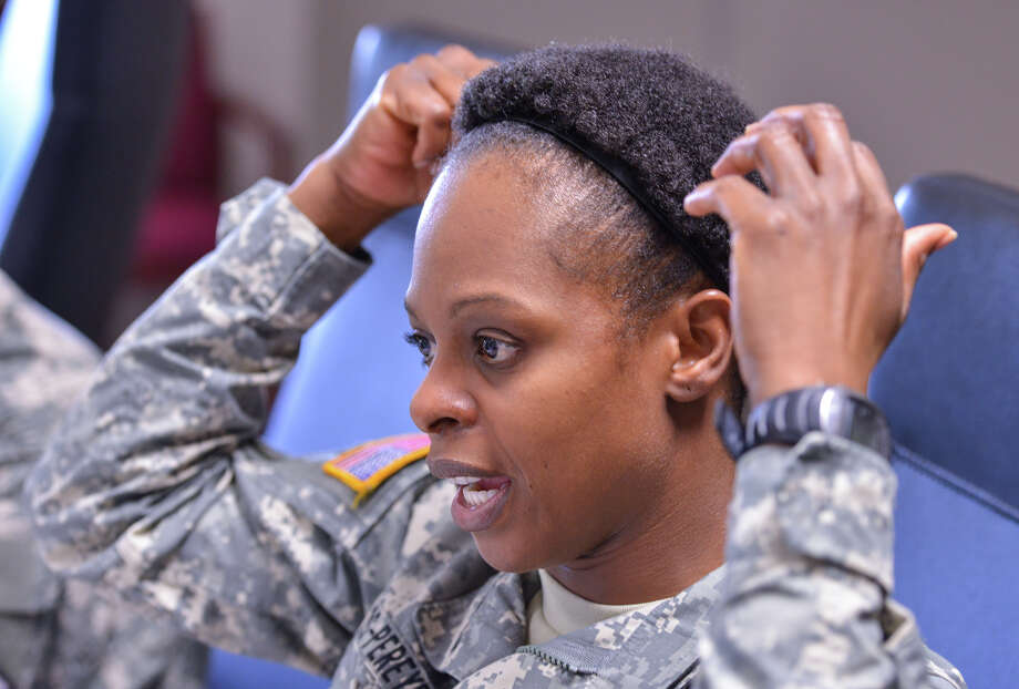 1SG Shondrea Ponds describes changes in Army grooming regulations recently at Ft. Sam Houston. Photo: Robin Jerstad
