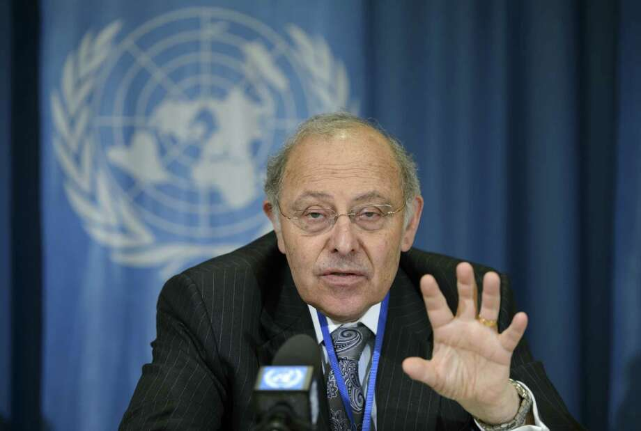 Claudio Grossman of the Committee Against Torture speaks  at the U.N.'s European headquarters. Photo: Martial Trezzini / Associated Press / KEYSTONE