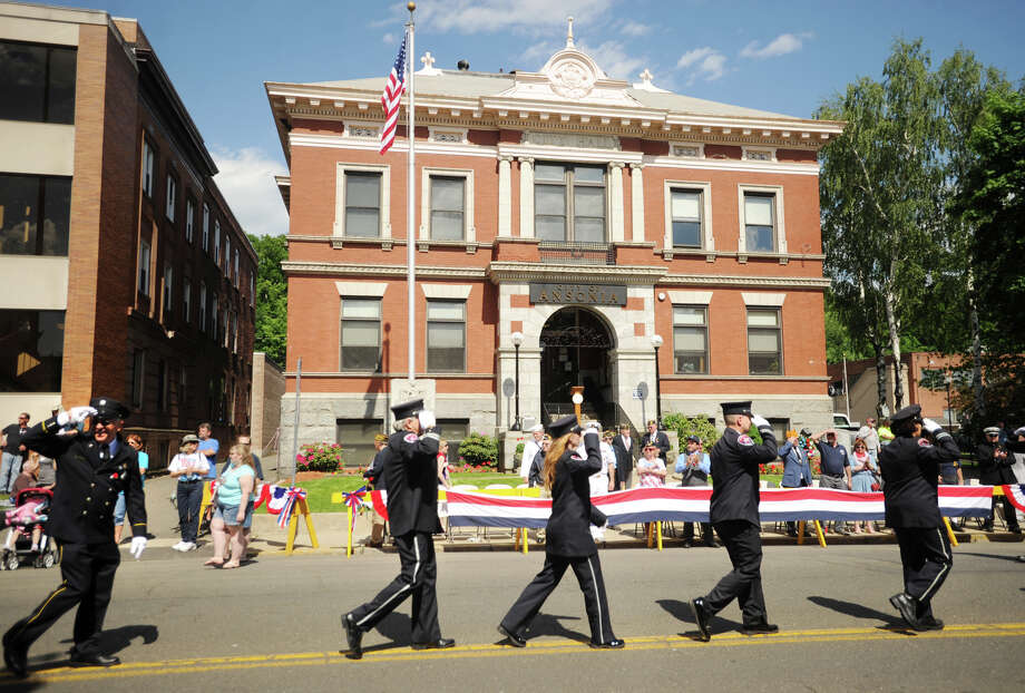 The Memorial Day Parade makes its way past City Hall on Main Street in Ansonia, Conn. on Sunday, May 25, 2014. Photo: Brian A. Pounds / Connecticut Post