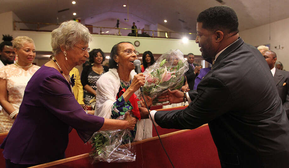 Jonathan D. Ellis (right), Conquerors Assembly's senior pastor for the past 17 years, honors Ola Mae O'Neal (center), who at 101 is the oldest member. Her daughter Marilyn Moss, 82, is at left. Photo: Photos: Jerry Lara / San Antonio Express-News / © 2014 San Antonio Express-News