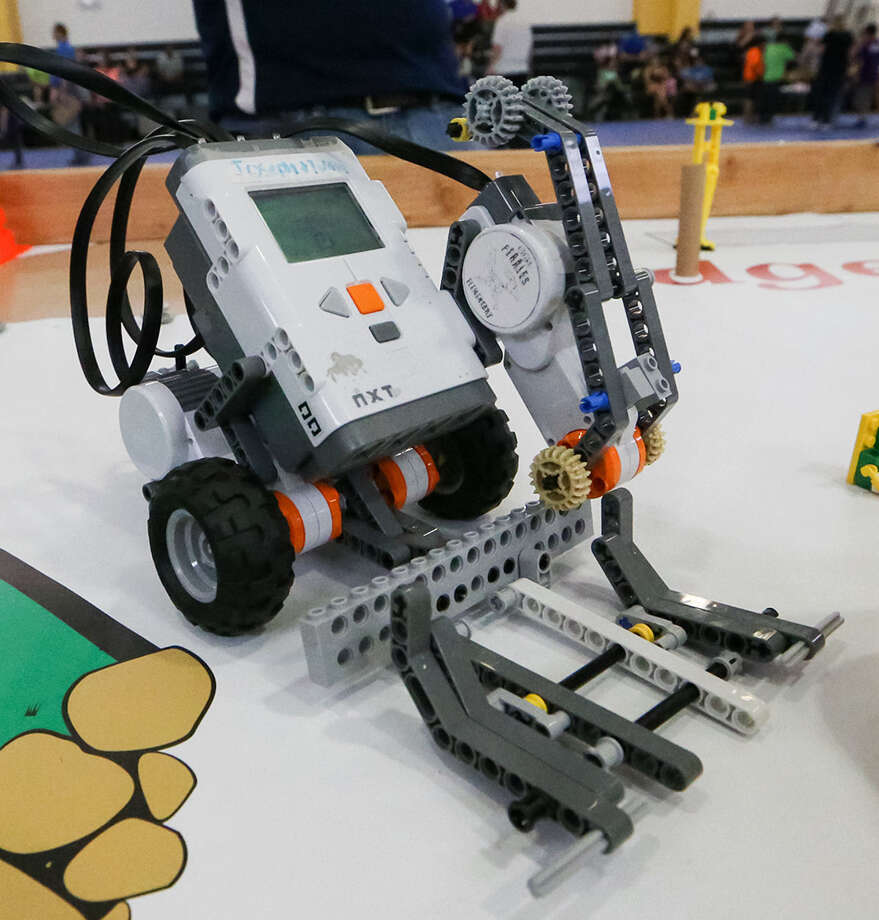 Students face down disaster at Edgewood robotics challenge - San ...