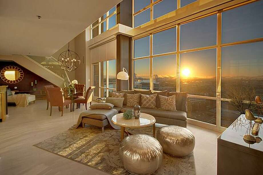 Floor-to-ceiling windows take advantage of west-facing views. Photo: Vicaso