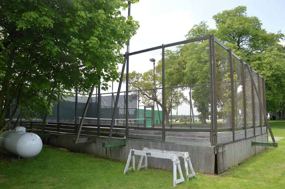 The existing paddle tennis court at Llngshore Park Club will be replaced by two new ones under a plan approved by the Parks and Recreation Commission. Photo: Jarret Liotta / Westport News