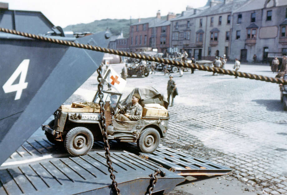 Operation Overlord Normandy, A United States Army ambulance jeep is entering a Landing Craft Transport (LCT) in a port in Southern England. June 1944. The ship and will depart for Normandy, France. United Kingdom. Photo: Galerie Bilderwelt, Getty Images / 2010 Galerie Bilderwelt