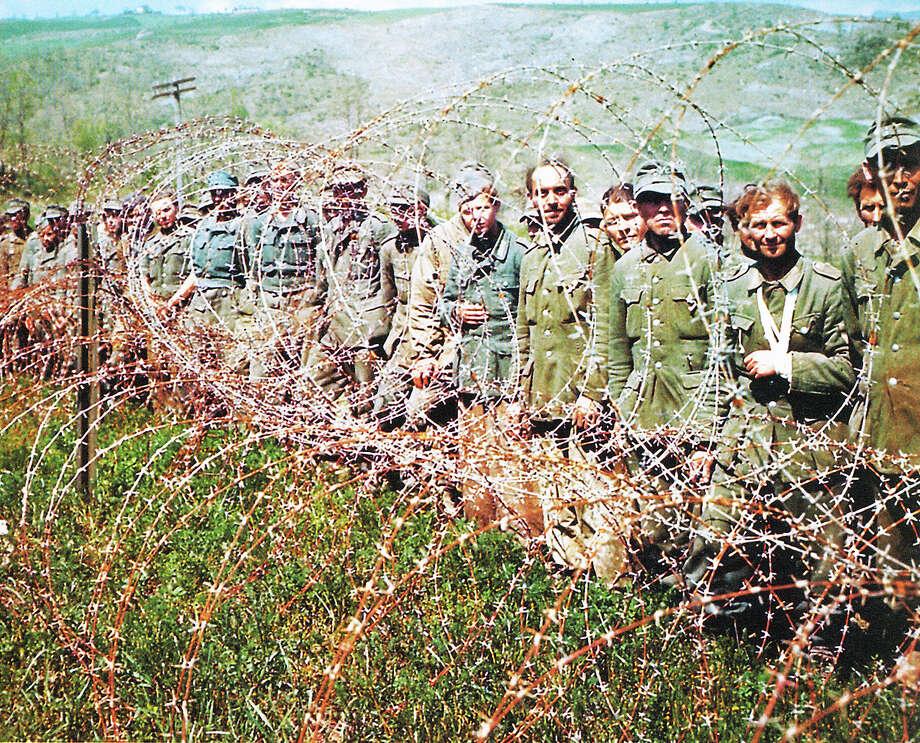 Deutsche Gefangene Prisonniers allemands 1944 Foto: Signal Corps Galerie Bilderwelt, Berlin Photo: Galerie Bilderwelt, Getty Images / 2010 Galerie Bilderwelt