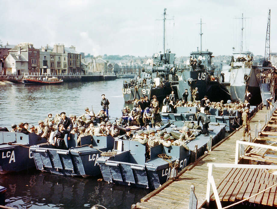 Boats full of United States troops waiting to leave Weymouth, Southern England, to take part in Operation Overlord in Normandy, June 1944. This location was used as a launching place for Allied troops participating in the invasion of Nazi-occupied France on D-Day, 6th June 1944. Photo: Galerie Bilderwelt, Getty Images / 2010 Galerie Bilderwelt