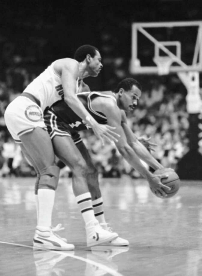 9 - Lionel Hollins Hollins, best known for his time with the 76ers, finished his career with Houston in 1984-85. He averaged 7.6 points that season. Photo: F. Carter Smith, AP / AP1985