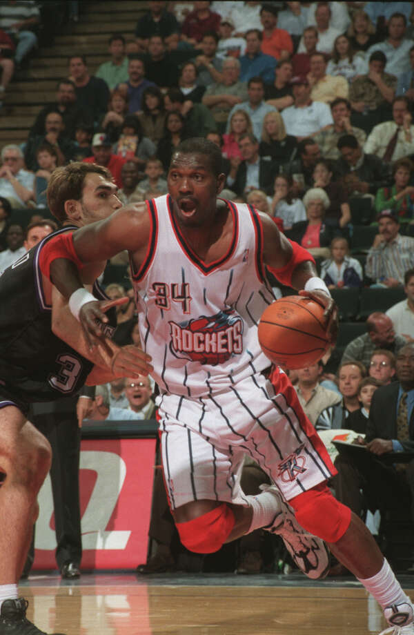 Hakeem often beat his man by spinning baseline, another pet move. Photo: Chronicle File