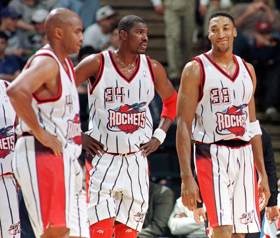 After the 1998 lockout ended, the Rockets traded for Scottie Pippen, right, in hopes of creating a championship trio with Charles Barkley and Hakeem. Photo: Associated Press File