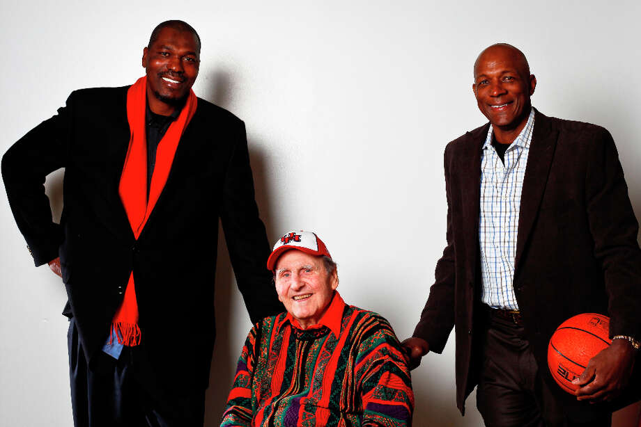 Guy V. Lewis, (center) with two of his star pupils: Hakeem and Clyde. Photo: Michael Paulsen, Chronicle / (C) 2011 Houston Chronicle