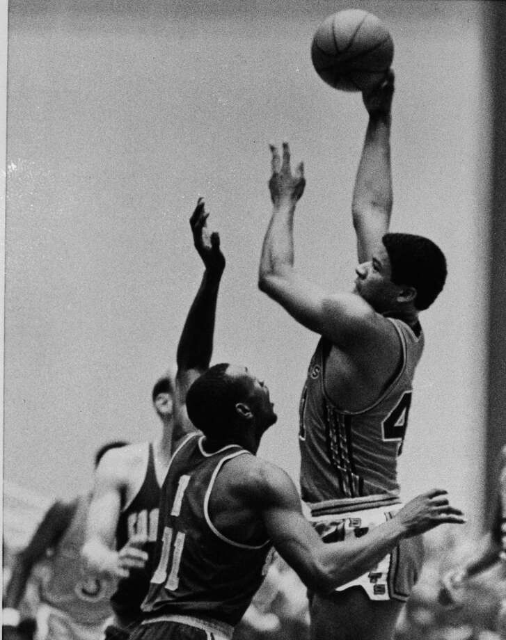 1968-69 — Wes Unseld, Baltimore Photo: William Smith, AP