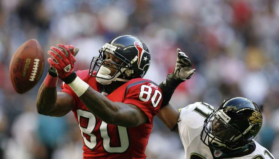 Andre Johnson just misses a pass interned for him in the end zone as Jaguar's #31, Scott Starks defends during the fourth quarter of the Houston Texans-Jacksonville Jaguars, Saturday, December 24, 2005. Photo: KAREN WARREN, HOUSTON CHRONICLE / Houston Chronicle