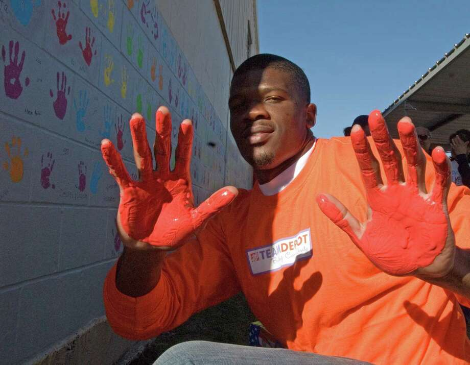 Andre Johnson prepares to put his hand prints on an outside wall as part of the Home Depot NFL Neighborhood MVP program which along with the nonprofit KaBOOM! helped build a playground for Mary Walke Stephens Elementary School on Dec. 2, 2008. Photo: Tony Bullard, For The Chronicle