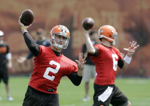 Johnny Manziel (2) throws with starter Brian Hoyer (6) in the background during a practice at the Browns' facility in Berea, Ohio on Wednesday. Photo: Mark Duncan, Associated Press