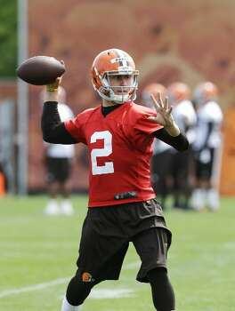 Johnny Manziel looks to pass during OTAs. Photo: Mark Duncan, Associated Press