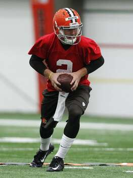 zBEREA, OH - MAY 17:  Cleveland Browns draft pick Johnny Manziel #2 takes a snap during the Cleveland Browns rookie minicamp on May 17, 2014 at the Browns training  facility in Berea, Ohio.  (Photo by David Maxwell/Getty Images) Photo: David Maxwell, Getty Images