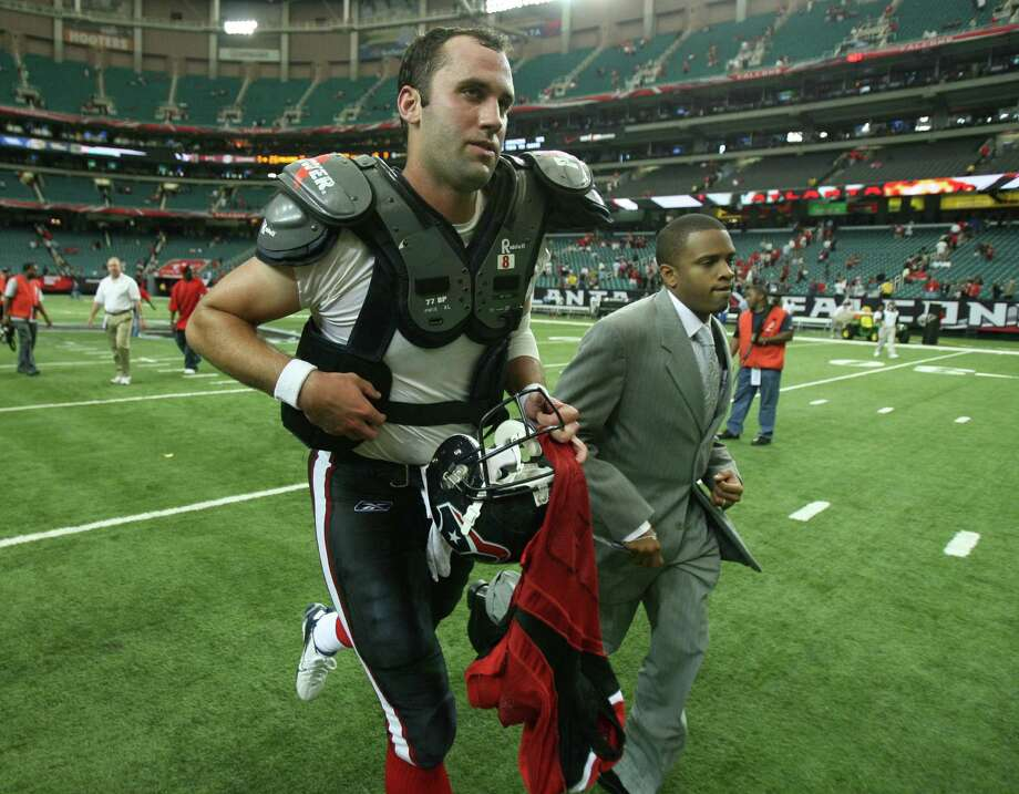 Texans quarterback Matt Schaub (8) runs off the field after a loss to the Atlanta Flacons  at the Georgia Dome Sunday, Sept. 30, 2007, in Atlanta. Photo: Billy Smith II, Houston Chronicle / Houston Chronicle