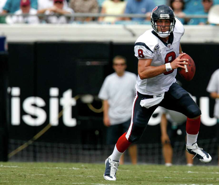 Texans quarterback Matt Schaub runs the ball during the second quarter of the Houston Texans-Jacksonville Jaguars NFL football game  Sunday, Sept. 28, 2008. Photo: Karen Warren, Houston Chronicle / Houston Chronicle