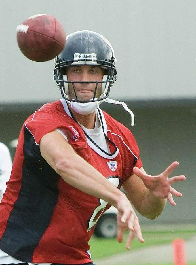 Texans quarterback Matt Schaub (8) throws a pass during combined practice between the Saints and Texans Wednesday, Aug. 13, 2008, in Metairie. Photo: Brett Coomer, Houston Chronicle / Houston Chronicle