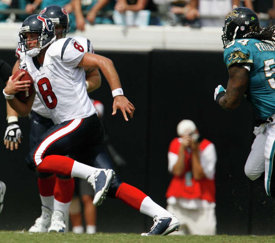 Texans quarterback Matt Schaub runs the ball during the second quarter of the Houston Texans-Jacksonville Jaguars NFL football game  Sunday, Sept. 28, 2008. Photo: Karen Warren, Houston Chronicle / Houston Chronicle