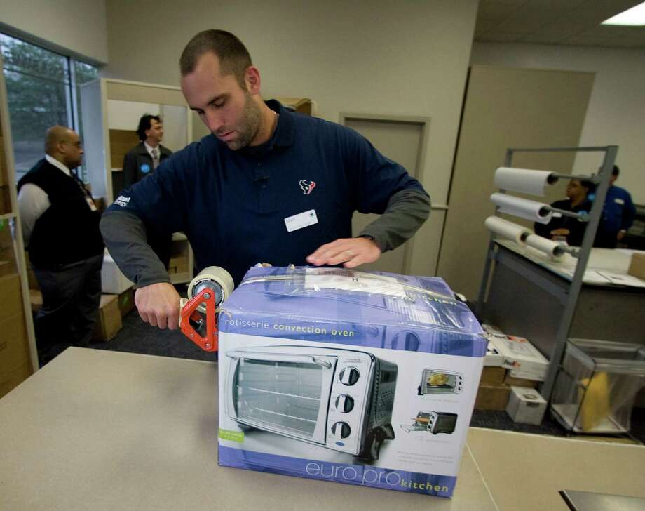 "Texans quarterback Matt Schaub tapes up a package during the FedEx Office ""Pack and Ship"" promotion at the FedEx Office location at 2200 Southwest Freeway Tuesday, Dec. 1, 2009, in Houston. Photo: James Nielsen, Houston Chronicle / Houston Chronicle"