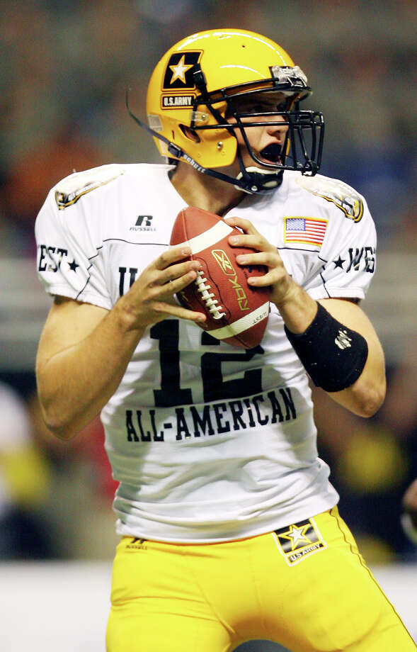 FOR SPORTS - West's Andrew Luck looks to pass against the East during second half action of the U.S. Army All-American Bowl Saturday Jan. 5, 2008 at the Alamodome.  The East won 33-23. (PHOTO BY EDWARD A. ORNELAS/STAFF) Photo: EDWARD A. ORNELAS, San Antonio Express-News / San Antonio Express-News