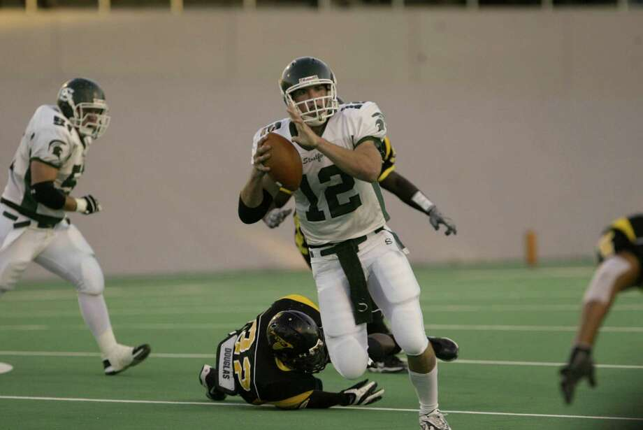 Stratford quarterback Andrew Luck escapes the Eisenhower pressure. Photo: Matthew White, For The Chronicle / Freelance